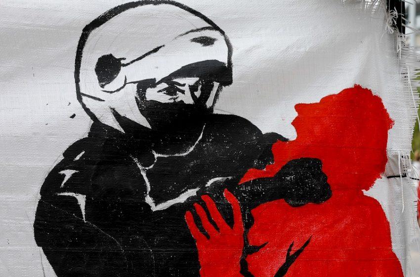 Αστυνομική βία: Ο Άρης Π. καταγγέλλει βασανιστήρια στη ΓΑΔΑ – Οι 4 περιπτώσεις που ερευνά το Εσωτερικών Yποθέσεων της ΕΛ.ΑΣ