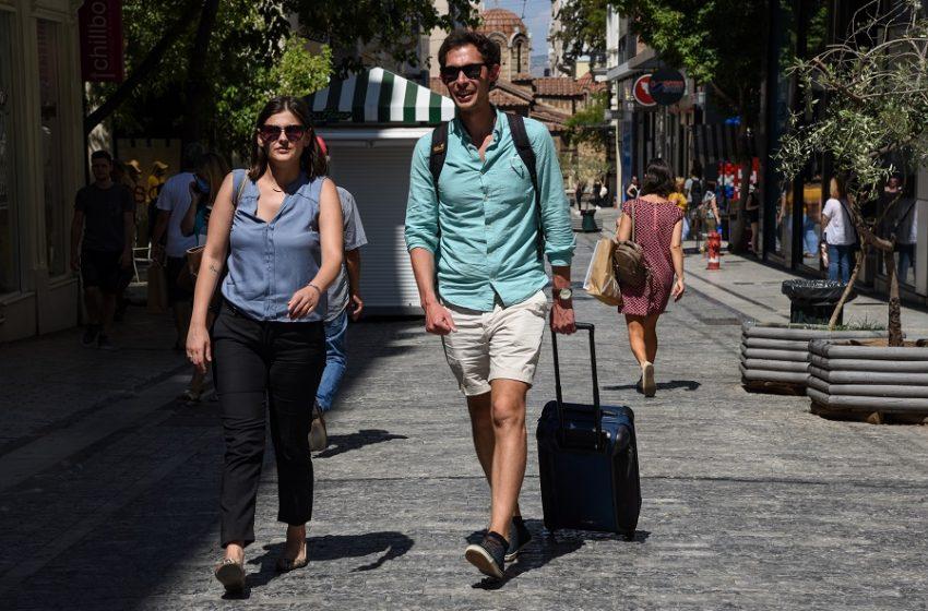 Ο Χάρης Θεοχάρης ανακοίνωσε άνοιγμα του τουρισμού