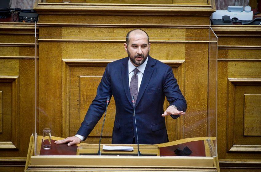Τζανακόπουλος: Βρίσκεστε σε απόλυτο πανικό, θα απολογηθείτε για τα εκατ. που έρχονται και φεύγουν