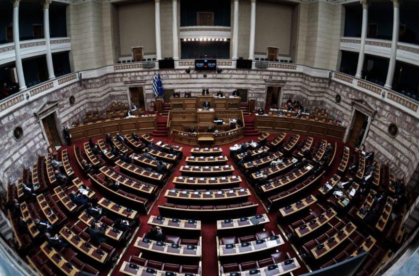 ΚΚΕ για αντιπαράθεση Μητσοτάκη-Τσίπρα: Αποπροσανατολιστική πόλωση, αμοιβαία στήριξη και κακοποίηση της ιστορίας