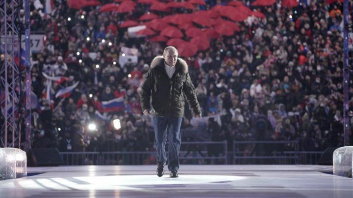 """Ρωσία-η άλλη όψη της πανδημίας: Χωρίς μέτρα, με λίγους εμβολιασμούς και τον Πούτιν να """"δοξάζεται""""…"""