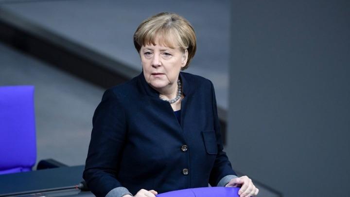 """Ανακαλεί τα αυστηρά μέτρα για το Πάσχα η Μέρκελ- Δραματικό μήνυμα: """"Αναλαμβάνω την ευθύνη""""- Πιέσεις για άνοιγμα από πρωθυπουργούς κρατιδίων και εκπροσώπους της αγοράς"""