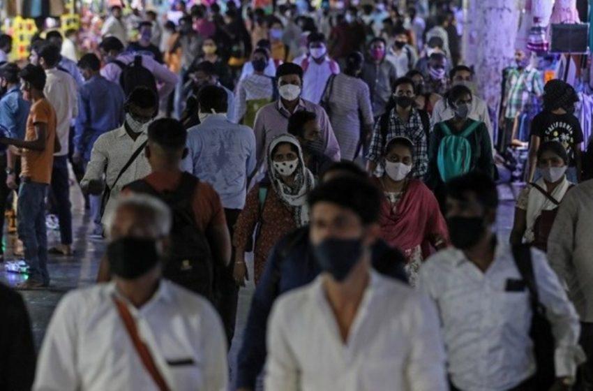 Τραγωδία χωρίς τέλος στην Ινδία: Πάνω από 267.000 κρούσματα και 4.529 θάνατοι σε 24 ώρες
