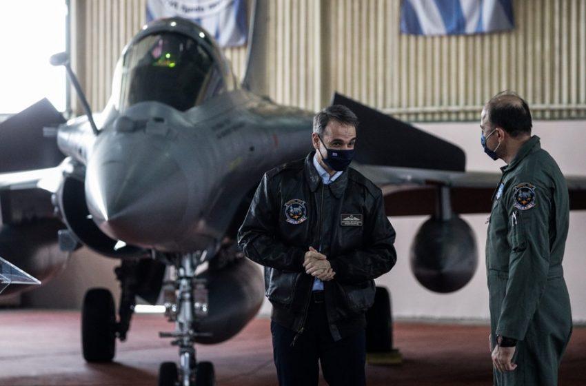 """""""Ηνίοχος"""" : Το δώρο του αρχηγού της Πολεμικής Αεροπορίας στον Μητσοτάκη"""
