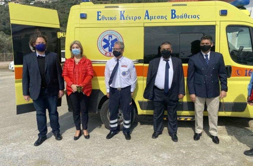 Παρατράγουδα στην Σκιάθο με την δωρεά του ασθενοφόρου – Αποχώρησε ο δήμαρχος εκνευρισμένος με την Ζέττα Μακρή