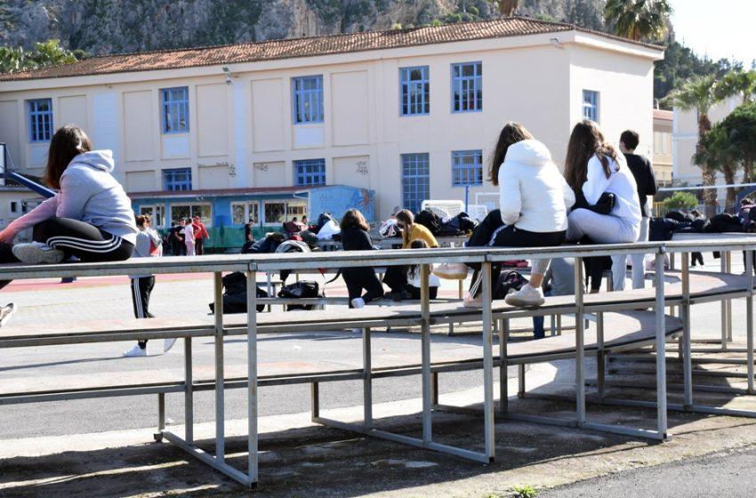 Self tests: Πάνω από 400 μαθητές και εκπαιδευτικοί βρέθηκαν θετικοί  στον κοροναϊό