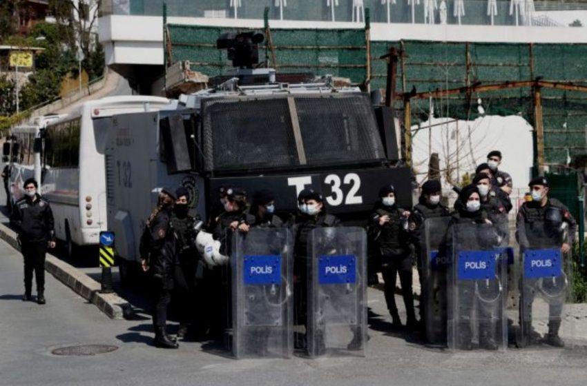 Πογκρόμ συλλήψεων στρατιωτικών στην Τουρκία για σχέσεις με τον Γκιουλέν