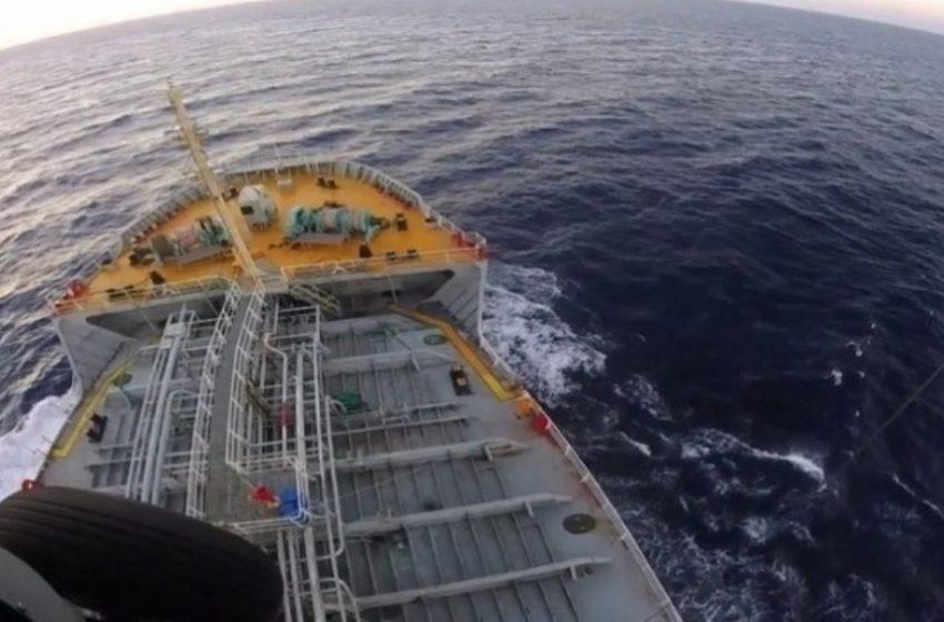 Σύγκρουση δεξαμενόπλοιου με αλιευτικό στο στενό του Καφηρέα