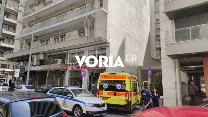 Τραγωδία στη Θεσσαλονίκη: Έπεσε από τον έβδομο όροφο και σκοτώθηκε (vid)