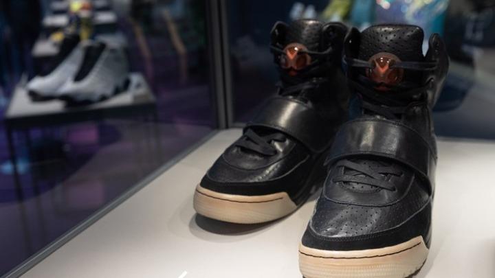 Τα Nike Air Yeezy 1 του Κάνιε Γουέστ πουλήθηκαν για αδιανόητο ποσό