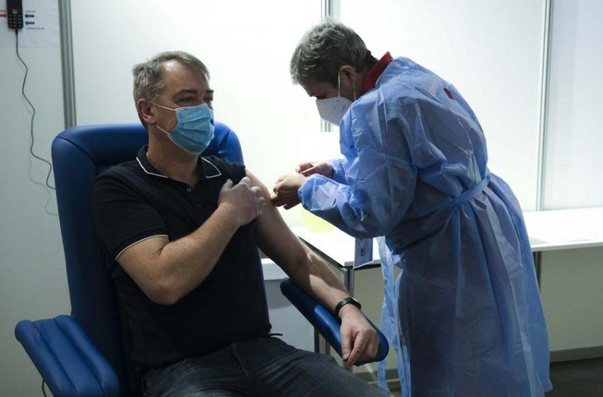 Θεμιστοκλέους: Πότε θα ανοίξει η πλατφόρμα εμβολιασμών για τους 18-30 ετών