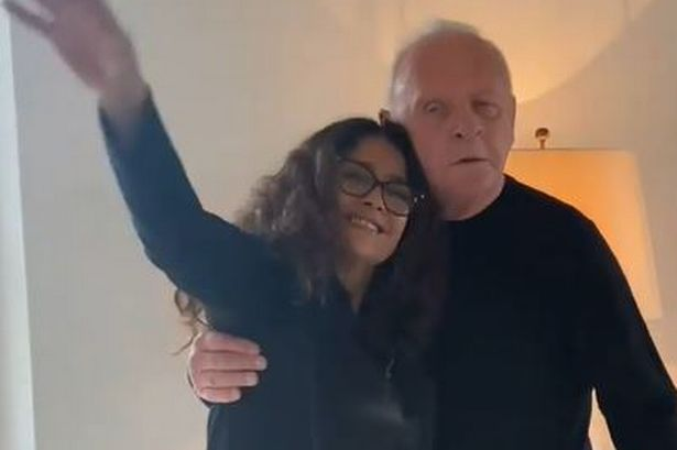 "O Άντονι Χόπκινς γιορτάζει το Όσκαρ χορεύοντας με την Σάλμα Χάγεκ και ""κερδίζει"" 1,2 εκατ. views (vid)"