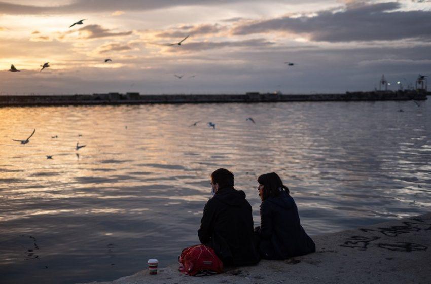 Πόσο επικίνδυνο είναι για τους 20αρηδες να κολλήσουν για δεύτερη φορά κοροναϊό;