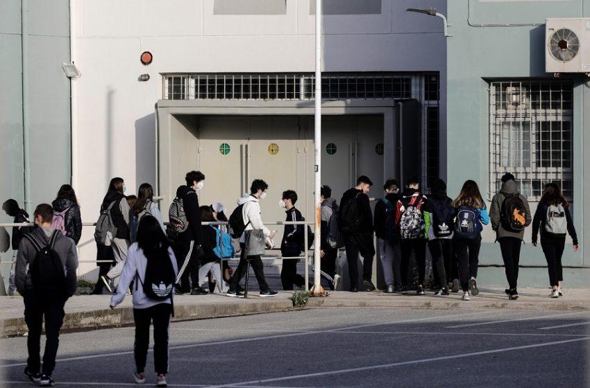 Μήνυση από γονείς για την απαγόρευση εισόδου σε μαθητές που δεν κάνουν self test