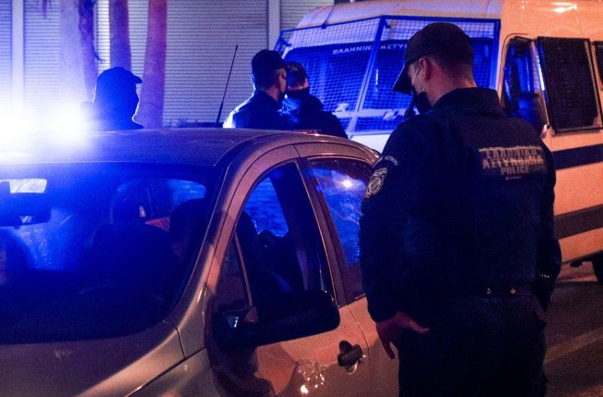 Δύο συλλήψεις για επίθεση εναντίον αστυνομικών σε κορωνοπάρτι στην Αχαΐα