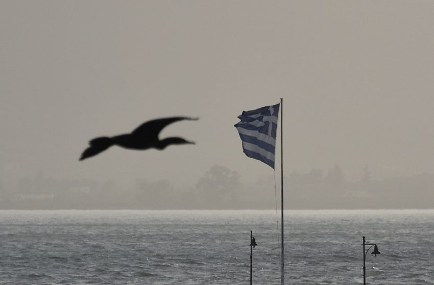 Καιρός: Έρχονται βροχές, ισχυροί άνεμοι και σκόνη