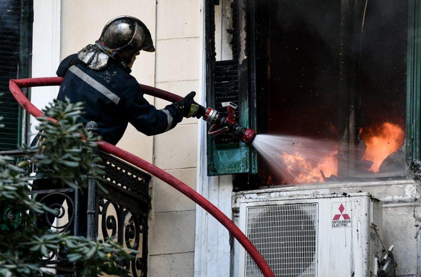 Βύρωνας: Τραγωδία με νεκρή γυναίκα έπειτα από φωτιά