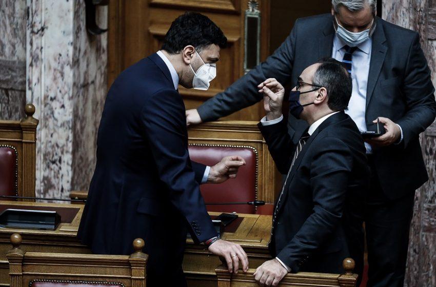 Ασυλία λοιμωξιολόγων: Ποιους προστατεύει – Ερωτήματα και θύελλα στη Βουλή – Ομαδικά πυρά από την αντιπολίτευση