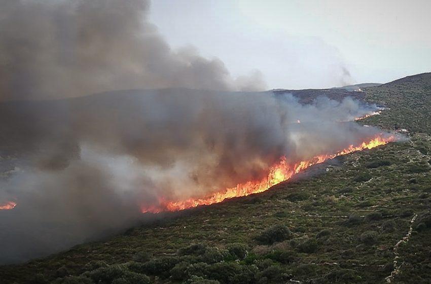 Κρήτη: Μάχη με τις φλόγες στην περιοχή Μάραθος του δήμου Αλεβιζίου