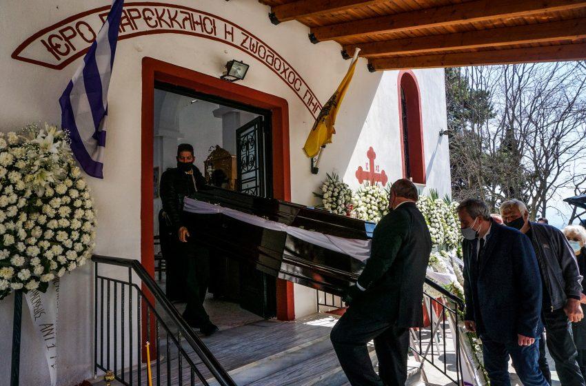 Σε κλίμα οδύνης η κηδεία του Καραϊβάζ