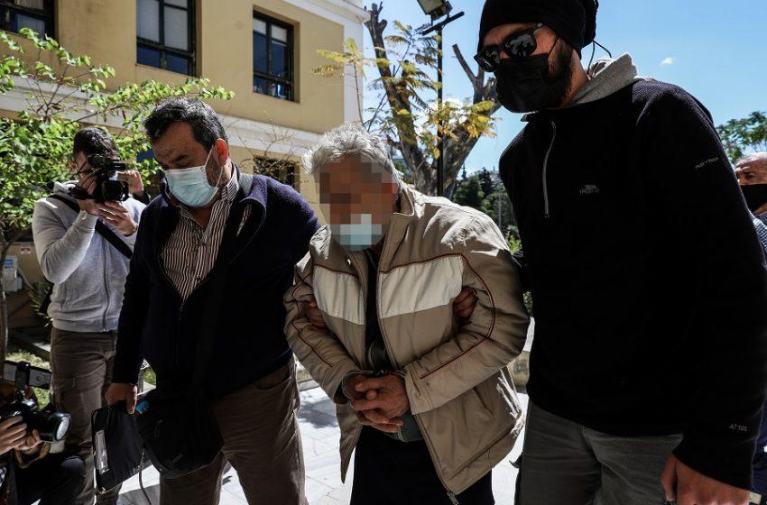Δίωξη για ανθρωποκτονία από πρόθεση κατά του 76χρονου που σκότωσε τον γιο του