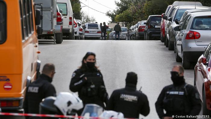 """""""Έλληνας δημοσιογράφος δολοφονείται στη μέση του δρόμου""""- Spiegel, Welt, Bild για την εκτέλεση του Γιώργου Καραϊβάζ"""