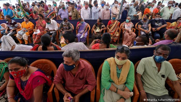 """Τι είναι η ινδική παραλλαγή του Covid- Μπορεί να """"ξεγελάσει"""" τα εμβόλια;- Τι λένε οι ειδικοί"""