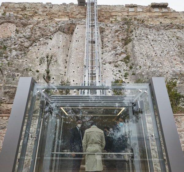 ΣΥΡΙΖΑ: Η Μενδώνη ετοιμάζει μαρμάρινη επιγραφή με το όνομά της στην Ακρόπολη- Τι απαντά η υπουργός