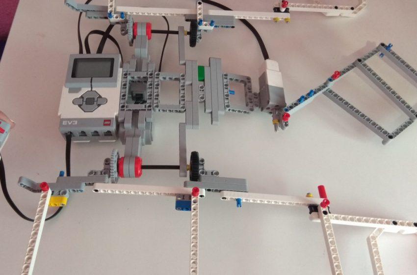 Ρομπότ που διπλώνει τα ρούχα έφτιαξαν μαθήτριες στη Νάουσα