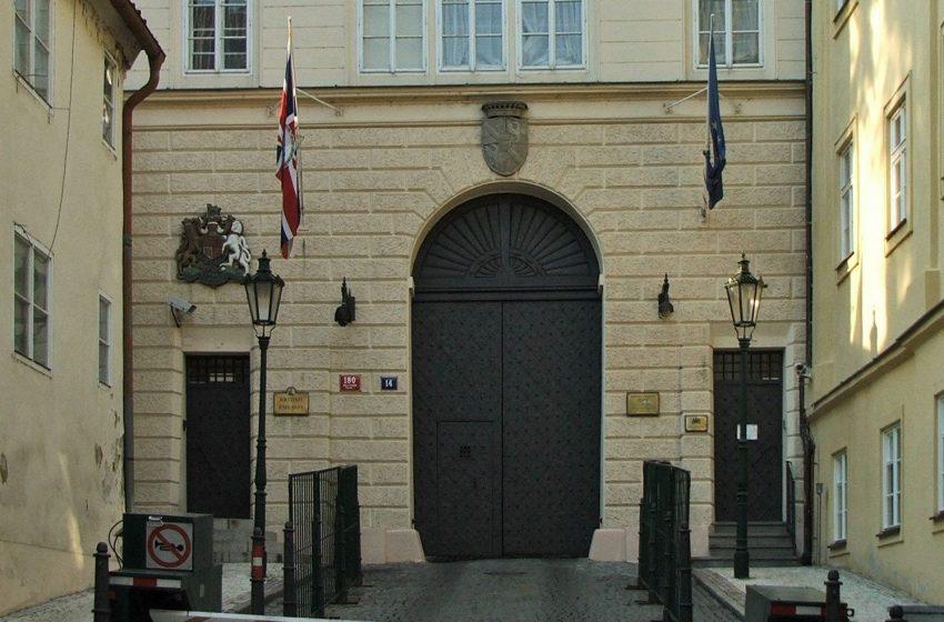 Η Βρετανία τάσσεται υπέρ Τσεχίας στο κατασκοπευτικό θρίλερ  με τη Ρωσία