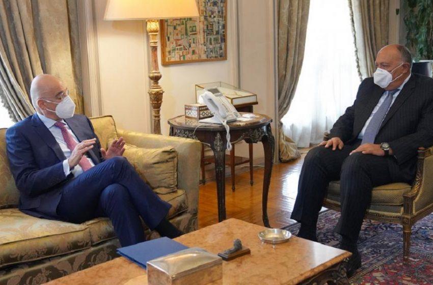 Στο Κάιρο ο Δένδιας – Στο επίκεντρο οι σχέσεις της Ελλάδας με την Αίγυπτο