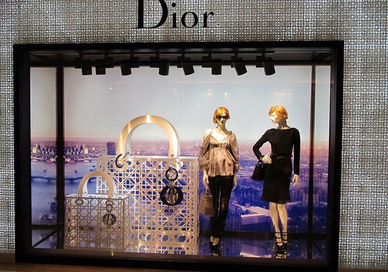 ΥΠΟΑ: Μισόλογα για το ντεφιλέ της Dior στην Αθήνα – Αναζητά αρχαιολογικό χώρο ο οίκος