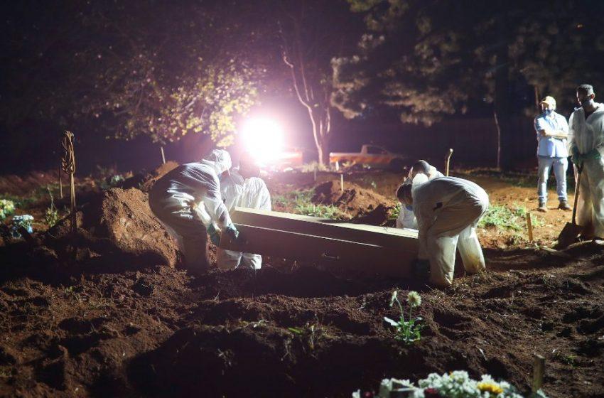 Βραζιλία: Συγκλονιστικές εικόνες από ταφές τη νύχτα
