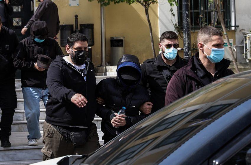 Υπόθεση Φουρθιώτη: Οι κρυφές συνεννοήσεις για την επίθεση με το καλάσνικοφ – Ο άγνωστος – κλειδί και το τηλεφώνημα στην ασφάλεια