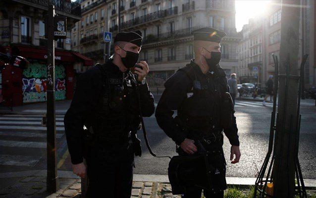 Συλλήψεις και πρόστιμα στη Γαλλία για παράνομα δείπνα