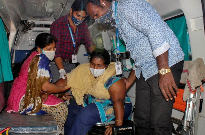 Σαρώνει η ινδική μετάλλαξη: Ξεμένουν από οξυγόνο τα νοσοκομεία στο Νέο Δελχί