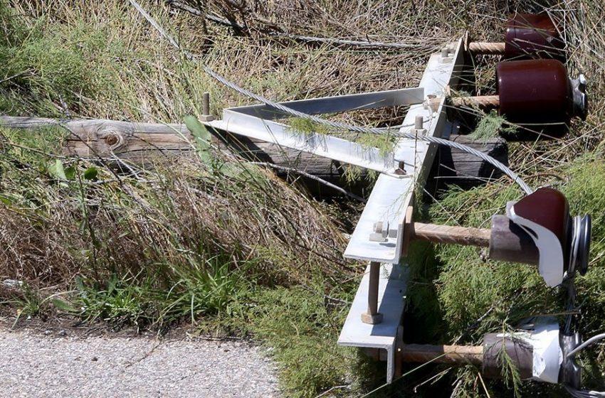 Διακοπή ρεύματος στα Ανώγεια-Ο δυνατός άνεμος έκοψε στη μέση κολώνα της ΔΕΗ