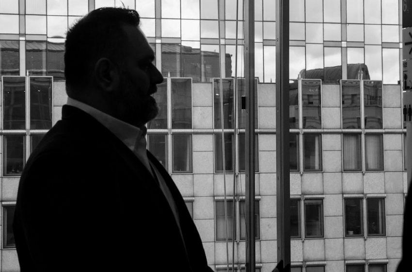 Συνελήφθη από την Interpol ο  Λαγός στις Βρυξέλλες- Έκανε ανάρτηση στο twitter από το περιπολικό