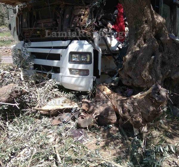 Φωκίδα: Νεκρός νεαρός οδηγός φορτηγού σε τροχαίο