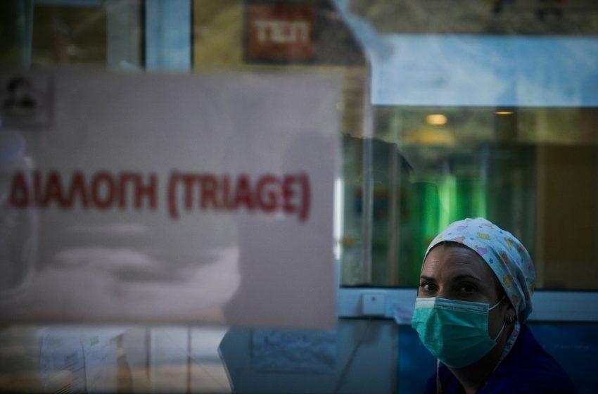 Συγκλονιστική μαρτυρία για το triage στα νοσοκομεία: Μου είπαν να βάλω μέσο υπουργό για να βρει ο πατέρας μου ΜΕΘ