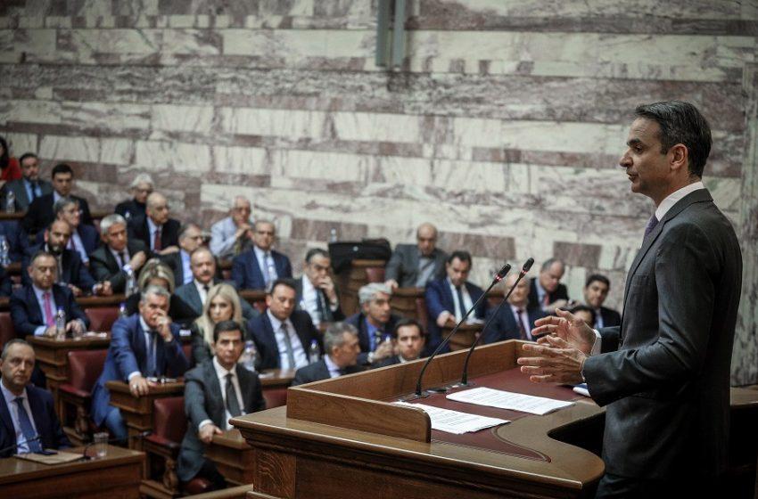 """Κοινοβουλευτική Ομάδα ΝΔ: """"Μασάζ"""" Μητσοτάκη υπό γαλάζιες γκρίνιες για εθνικά, πανδημία και σιωπηρά… χρίσματα"""