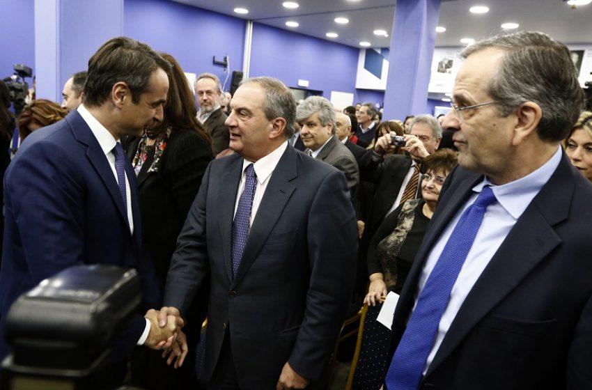 """Ισορροπίες """"τρόμου"""": Αποστάσεις Μητσοτάκη από την κόντρα Καραμανλή με Σημίτη – """"Κίνημα"""" βουλευτών της ΝΔ υπέρ του πρώην πρωθυπουργού"""