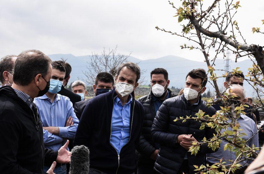 Γρήγορες διαδικασίες αποζημιώσεων υποσχέθηκε ο Μητσοτάκης στους πληγέντες της Κορίνθου