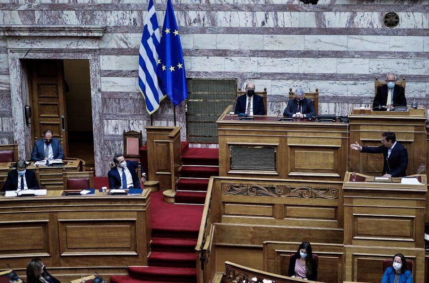 """Ανάλυση: Γιατί Μητσοτάκης – Τσίπρας παίρνουν αποστάσεις από τις ακραίες φωνές – Η """"αποκάλυψη"""" των δημοσκοπήσεων"""