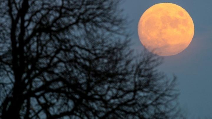 """Απόψε και αύριο το """"Ροζ φεγγάρι"""", η πρώτη υπέρ-πανσέληνος του 2021"""