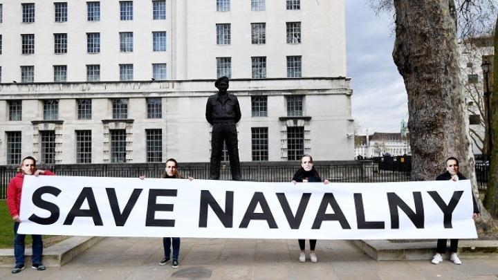 Εξελίξεις με Ναβάλνι, μεταφέρεται στο νοσοκομείο
