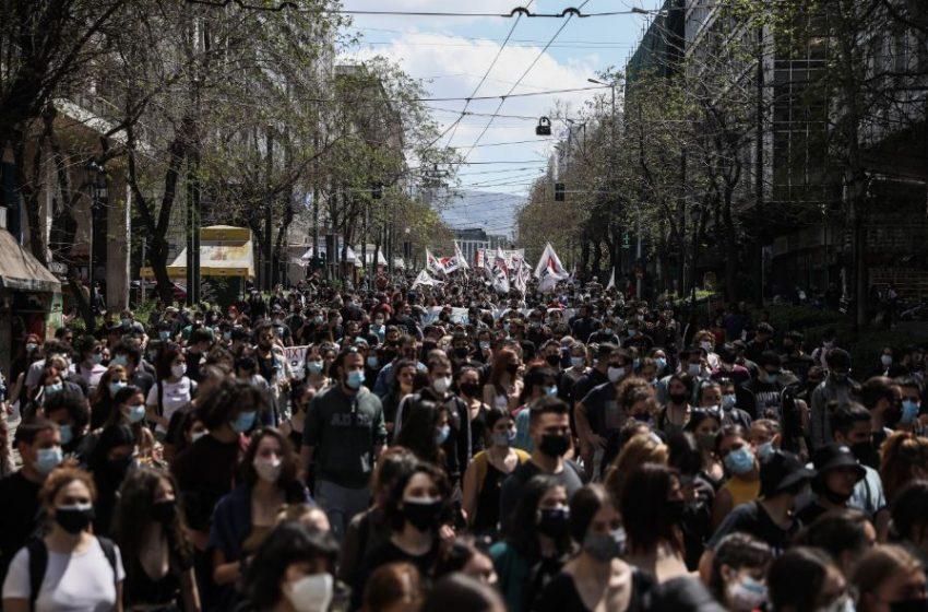 Σε εξέλιξη πανεκπαιδευτικό συλλαλητήριο στο κέντρο της Αθήνας – Διακοπή κυκλοφορίας