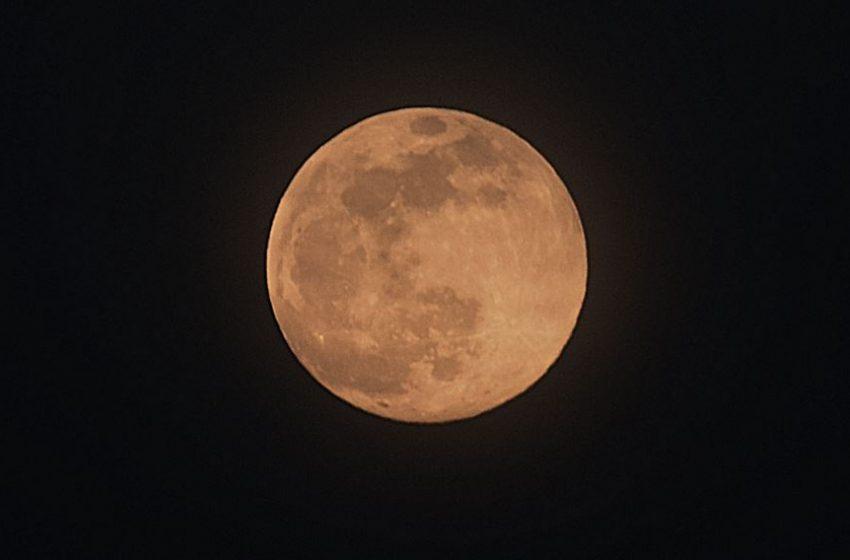 Μαγικό ροζ φεγγάρι