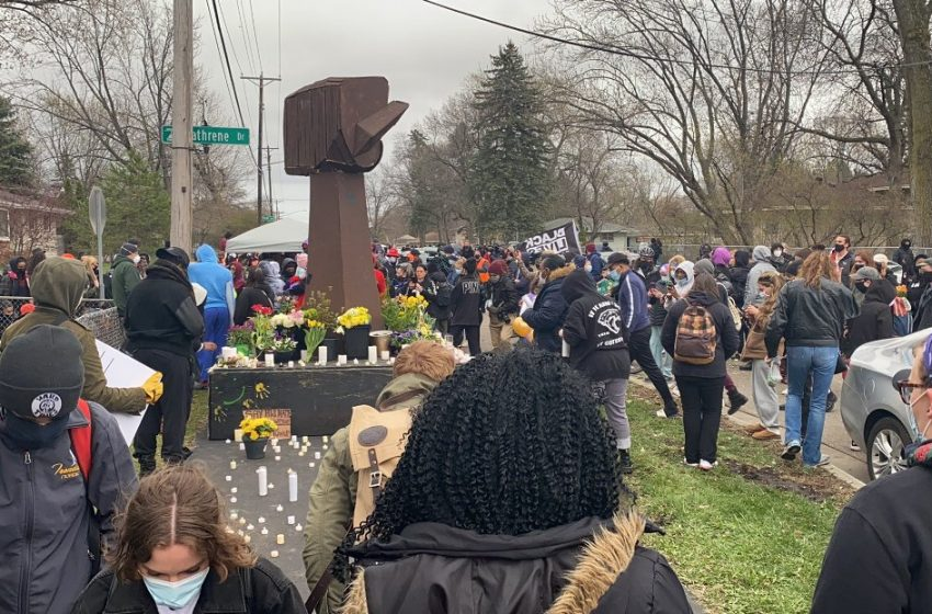 Έδιωξαν την δημοσιογράφο του CNN οι διαδηλωτές για τον θάνατο του 20χρονου στις ΗΠΑ (vid)