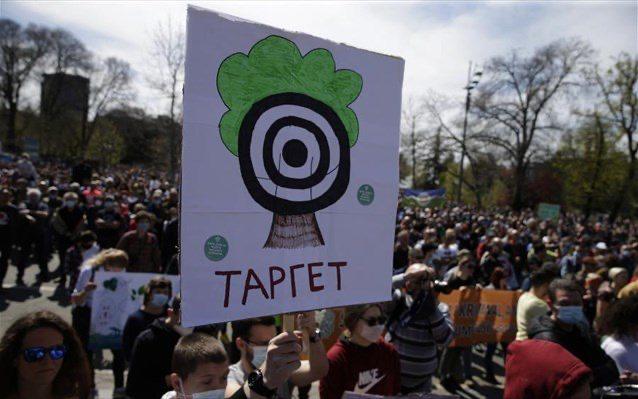 Χιλιάδες διαδηλωτές ζήτησαν μέτρα για την προστασία του περιβάλλοντος στη Σερβία